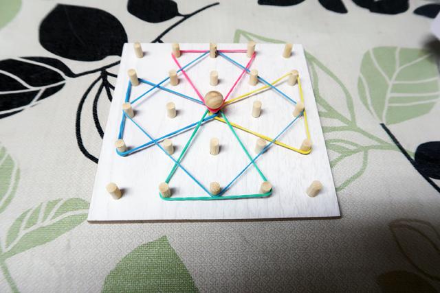 100均知育玩具「輪ゴム遊び」星の形